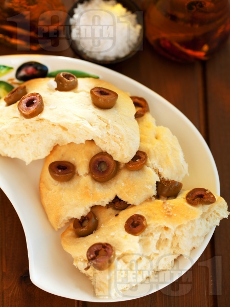 Фокача с маслини и морска сол - снимка на рецептата